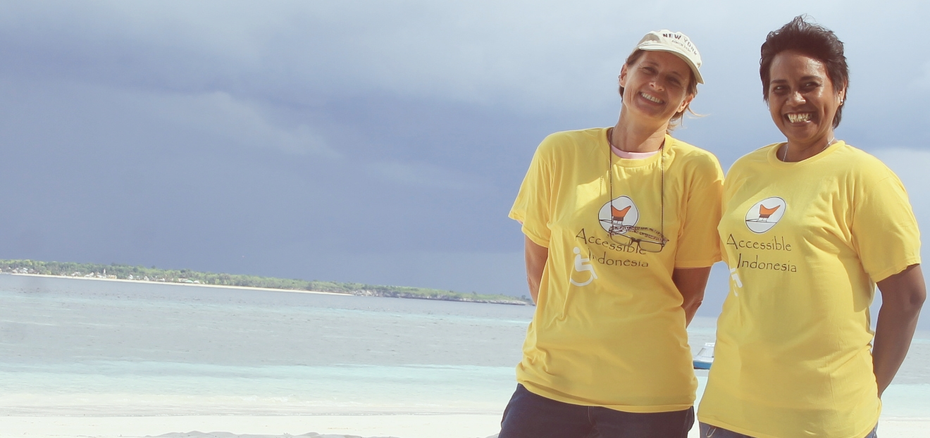 Kerstin and Maureen in Bira, Sulawesi. Photo by Vifa / AI
