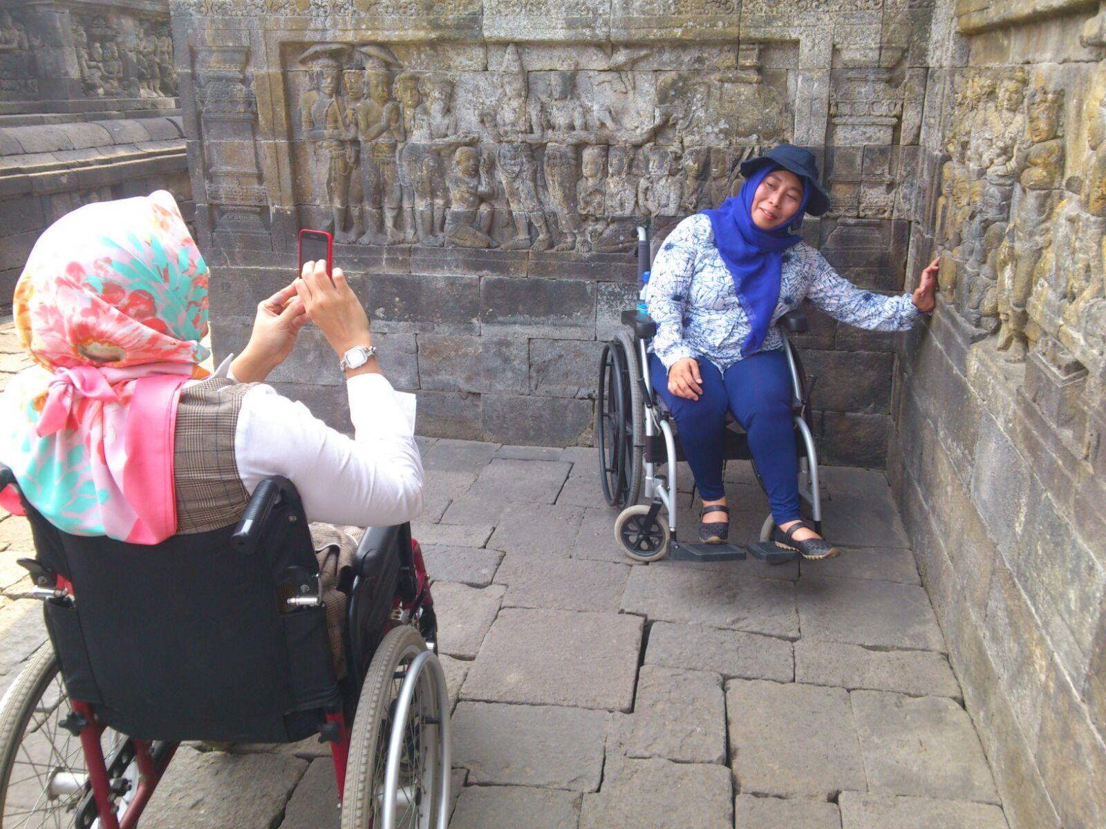 Einige Teilnehmer posieren am Borobudur