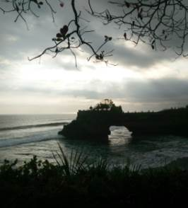 Travel with a wheelchair in Bali. Batu Bolong at Tanah Lot, by AI