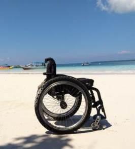 Bira Beach. Rollstuhlreisen in Sulawesi
